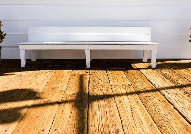 bench-677700_640